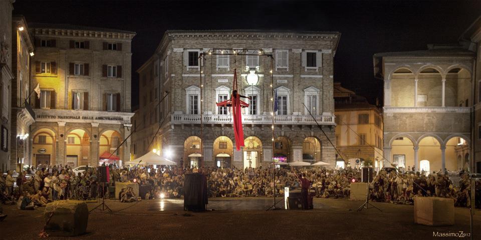 scratch&stretch_piazza Macerata